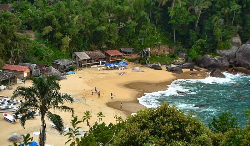800px-Praia_de_Ponta_Negra-_Paraty