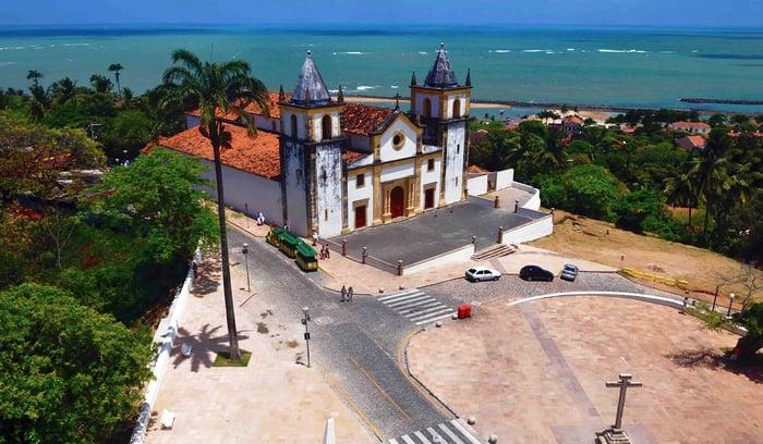 Igreja_de_São_Salvador_do_Mundo_-_Igreja_da_Sé_-_1548,_No_local_encontra-se_o_túmulo_do_arcebispo_emérito_de_Recife_e_Olinda,_Dom_Hélder_Câmara