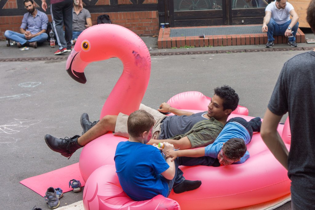 Membre de Viventura / Enfants jouant sur le flamant rose gonflable