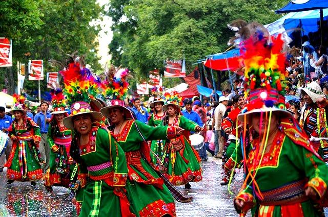 "Tinkus au Carnaval d'Oruro, que voir en Bolivie © <a href=""https://www.flickr.com/photos/47036637@N06/"" target=""_blank"">CassandraW1</a>"