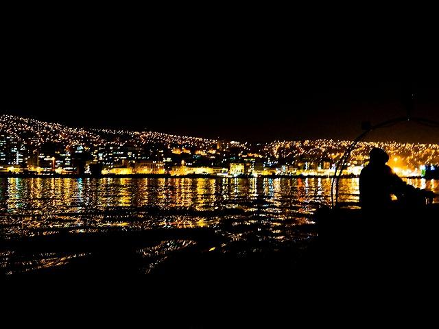 vue de Valparaiso Chili de nuit