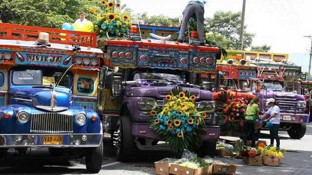 bus multicolores des Chivas en Colombie copyright Stefan Rights