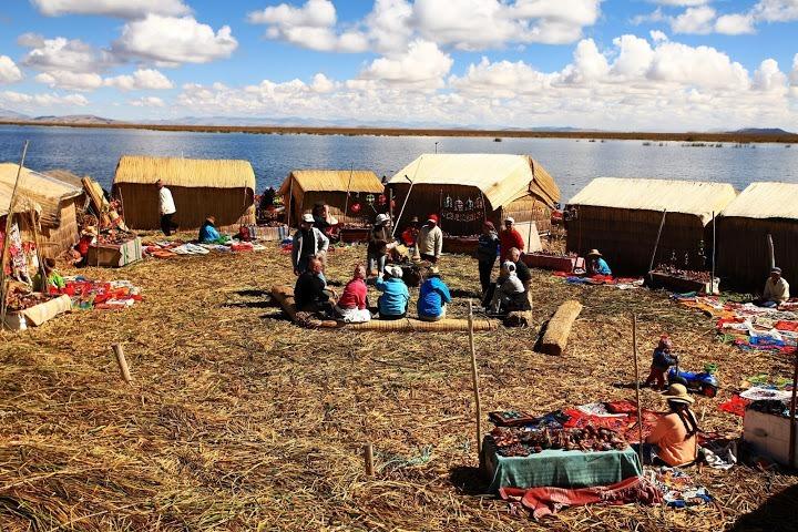 chez l'habitant bord du lac Titicaca Pérou