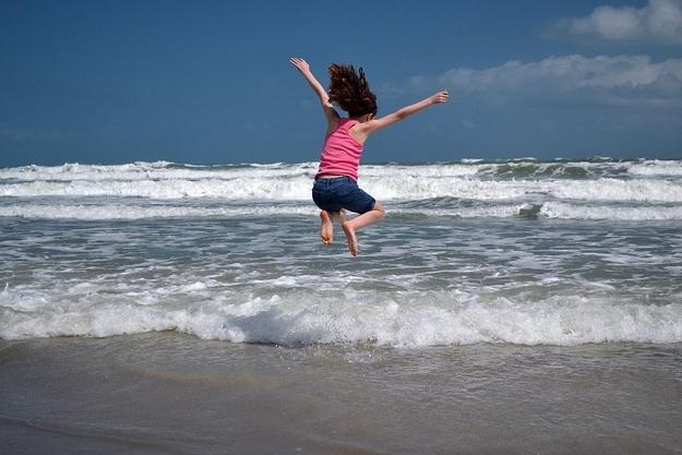 sauter dans les vagues
