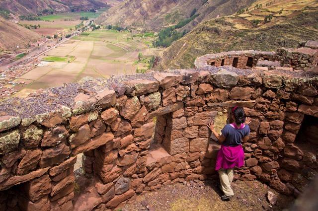 Vue sur les ruines de Pisac, Pérou