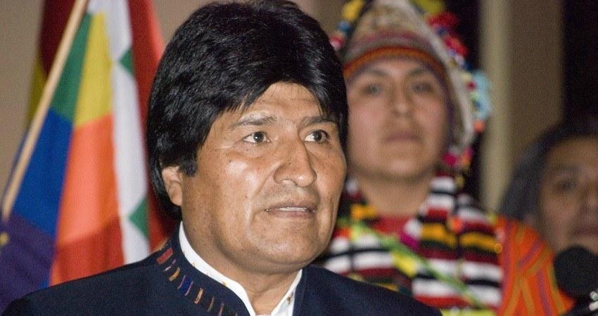 Evo Morales, premier président à affirmer et revendiquer son ascendance amérindienne.