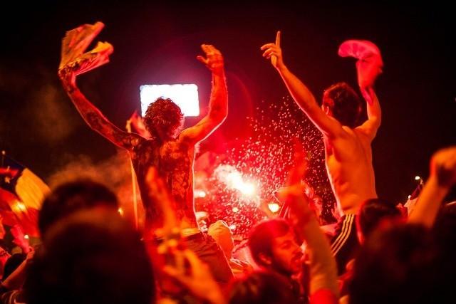 Les supporters du Chili célèbre leur victoire à Santiago pendant plus de 4 heures ! © Photo by Pablo Rojas Madariaga / NurPhoto / Corbis