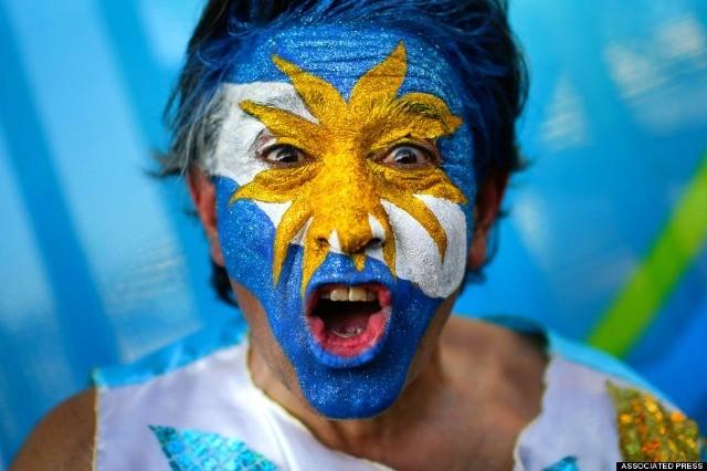 Un supporter argentin devant le stade Maracana de Rio de Janeiro après le match Argentina - Bosnie le 15 juin 2014. © AP Photo/Felipe Dana
