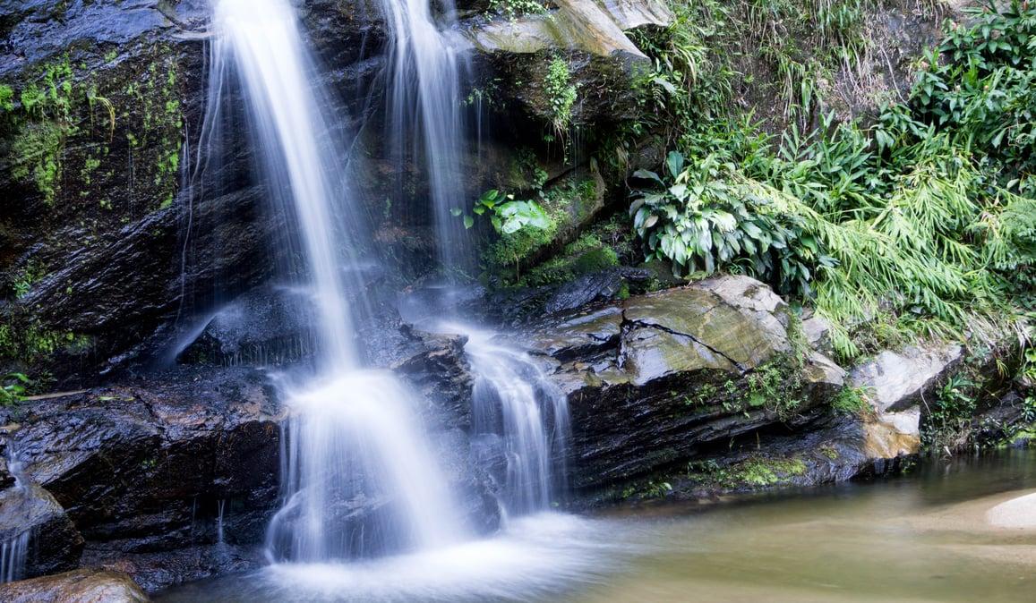 Tijuca-cascades-source-httpsupload.wikimedia.orgwikipediacommons227Cascatinha%2C_Floresta_da_Tijuca.jpg